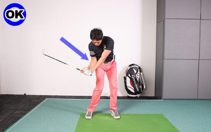 右 肘 ダウン スイング ゴルフ